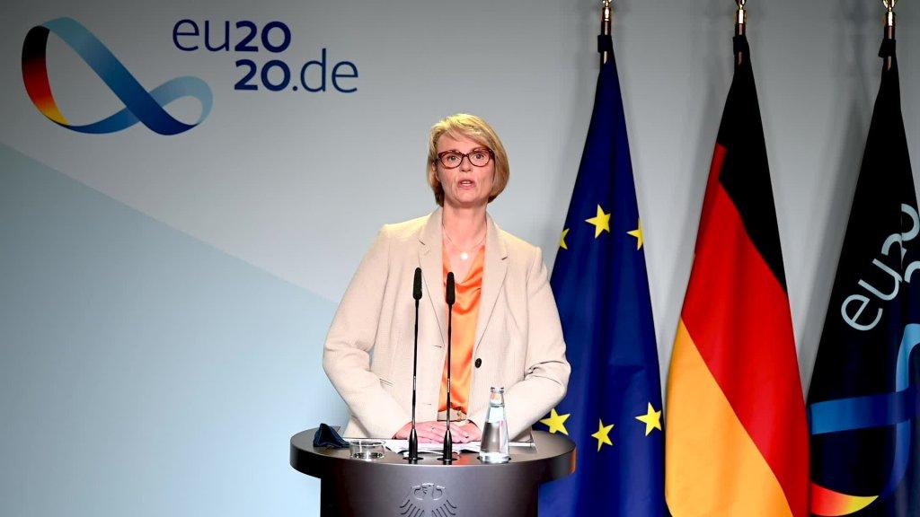 Doorstep Anja Karliczek, Federal Minister of Education and Research